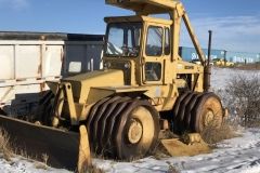 Bomag Sheeps Foot Packer Year- not known Make: Bomag Model: K300 Style: Steel Wheel packer Engine: Cummings V8 Transmission: Shuttle Interior: Poor Add info: Oil in rad, needs some glass